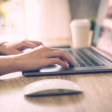 Hoe kan je snel geld verdienen op internet?